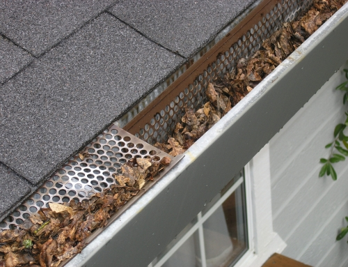 How to unclog a clogged gutter?